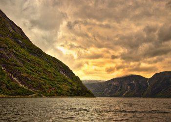 wyjazd do norwegii 350x250 - Czy warto wyjechać do Norwegii ?